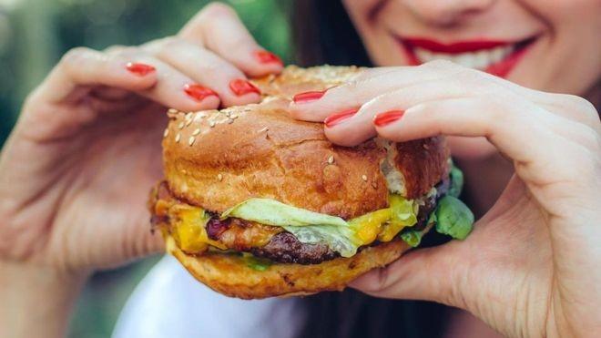 A relação entre a saúde e o consumo de nitritos e nitratos é complexa, e não dá para dizer simplesmente que 'fazem mal' (Foto: Getty Images via BBC News)