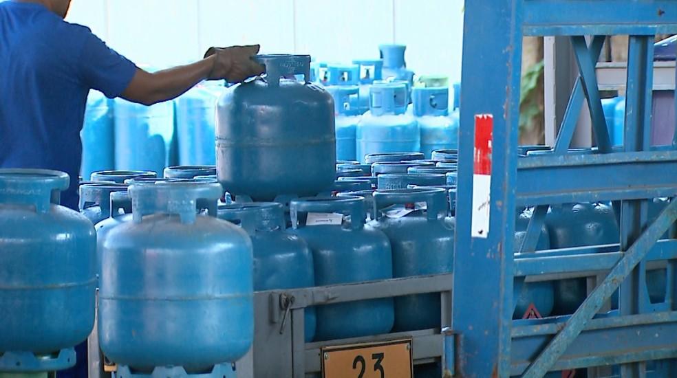 Veja o preço médio do gás de cozinha nas cidades — Foto: Ronaldo Gomes/EPTV