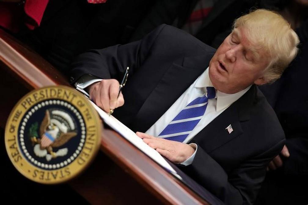 Um decreto presidencial poderia tornar a análise dos órgãos federais de imigração nos EUA ainda mais restritiva — Foto: Carlos Barria/Reuters