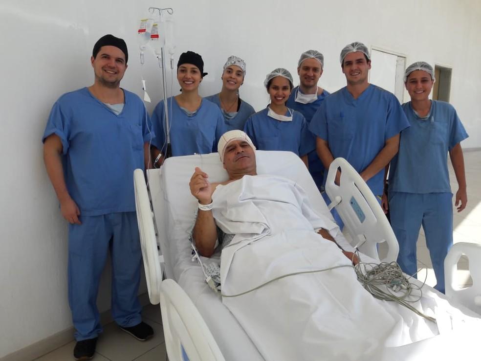 Paciente é operado acordado para retirar tumor de câncer da cabeça em Divinópolis  — Foto: Hospital São João de Deus/Divulgação