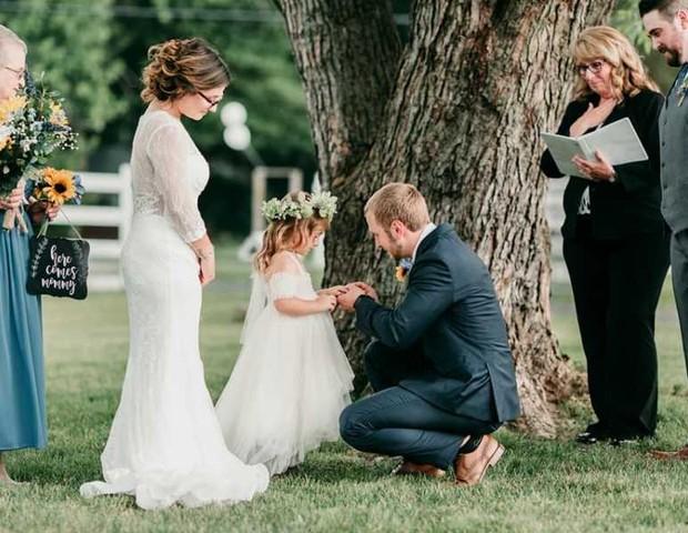 """Brandom pede Raina em """"casamento"""": """"me aceita como seu pai?"""" (Foto: Reprodução Facebook)"""