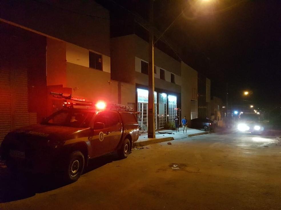 b61592727 ... Bombeiros trabalharam no combate ao incêndio em fábrica de espumas de Nova  Serrana nesta sexta-