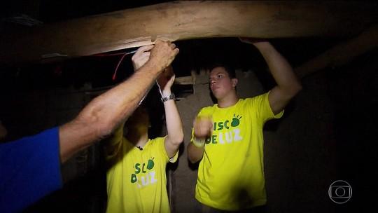 Voluntários criam sistema para iluminar comunidade quilombola