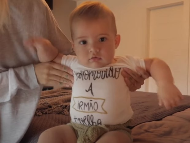 Gabi Brandt revela segunda gravidez (Foto: Reprodução/YouTube)