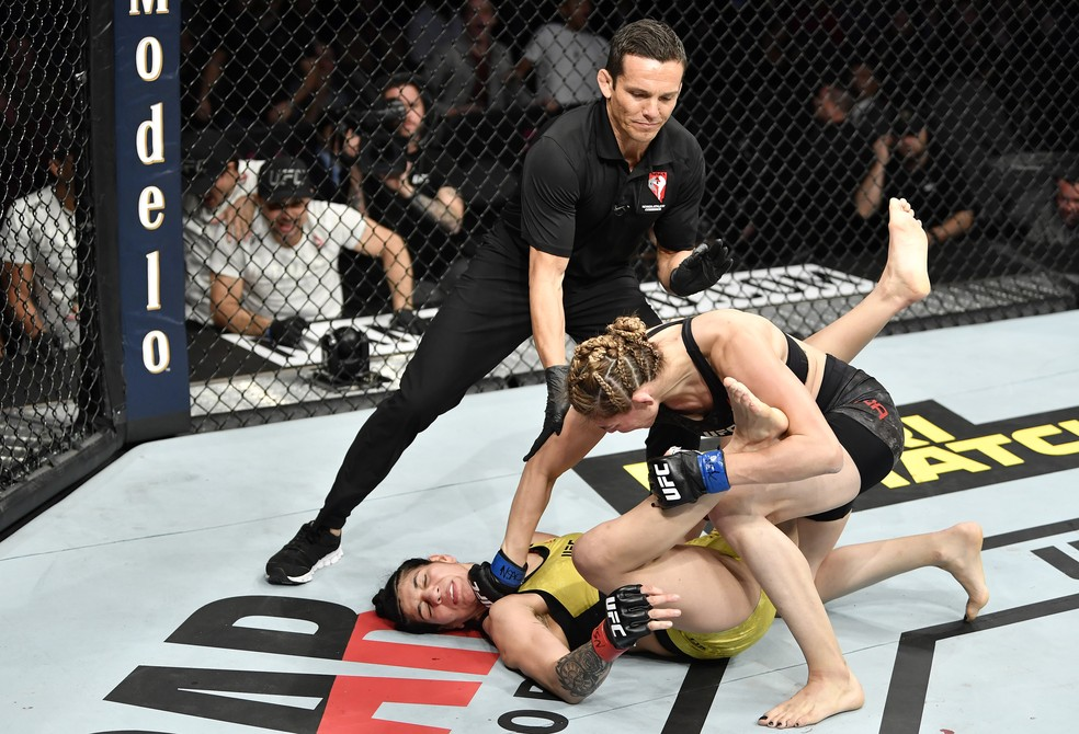 Irene Aldana nocauteou Ketlen Vieira no UFC 245 — Foto: Jeff Bottari/Getty Images