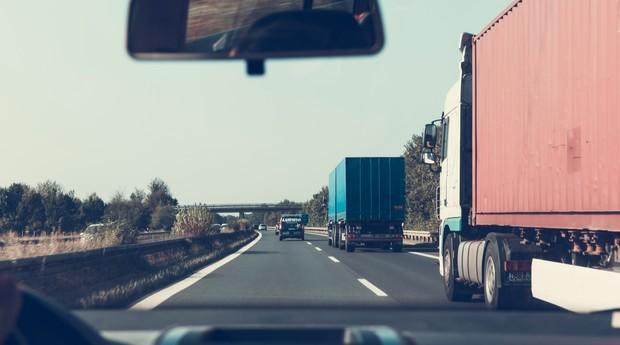 carro, caminhão, estrada, rodovia (Foto: Reprodução/Pexels)