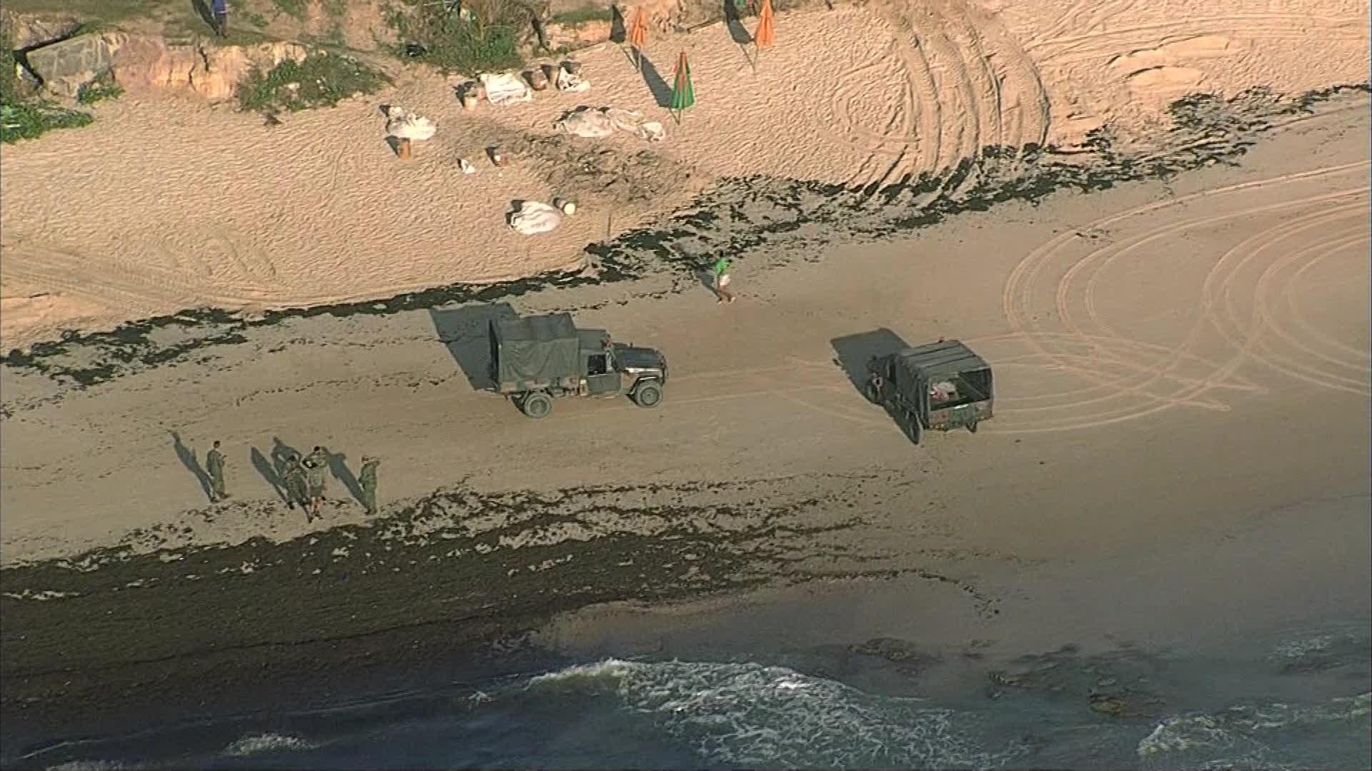 Exército reforça limpeza de praias atingidas por óleo no litoral pernambucano - Notícias - Plantão Diário