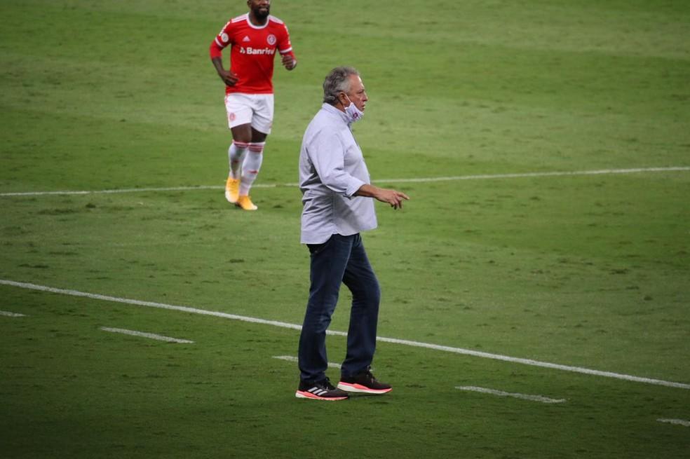 Abel Braga em Inter x Fortaleza, pelo Brasileirão — Foto: Lucas Bubols / ge