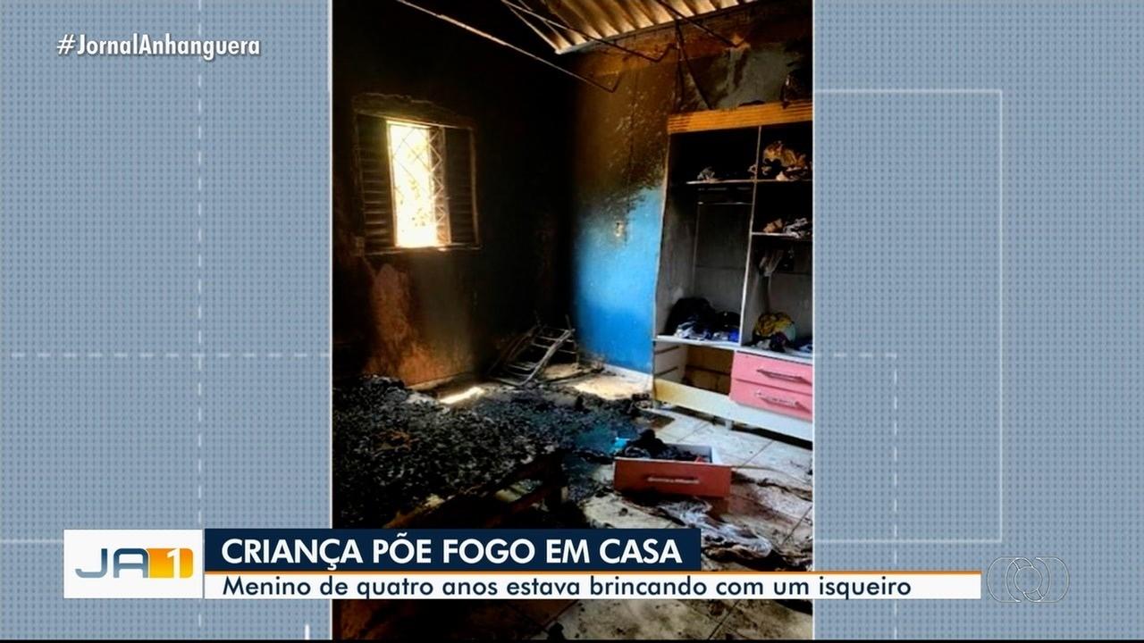 PM resgata família de incêndio após criança colocar fogo na casa por acidente, em Goiânia