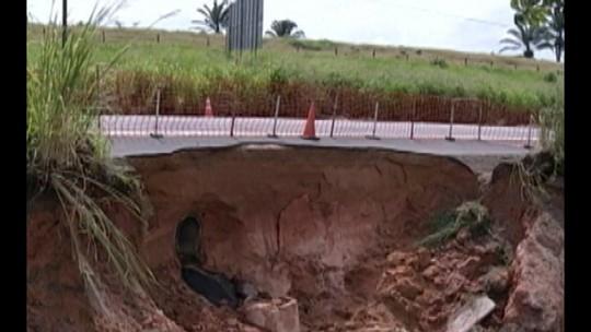Parte de acostamento é destruído após chuvas na rodovia Belém-Brasília