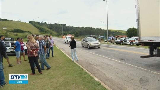 Motoristas fazem manifestação por melhorias na MG-290, em Ouro Fino