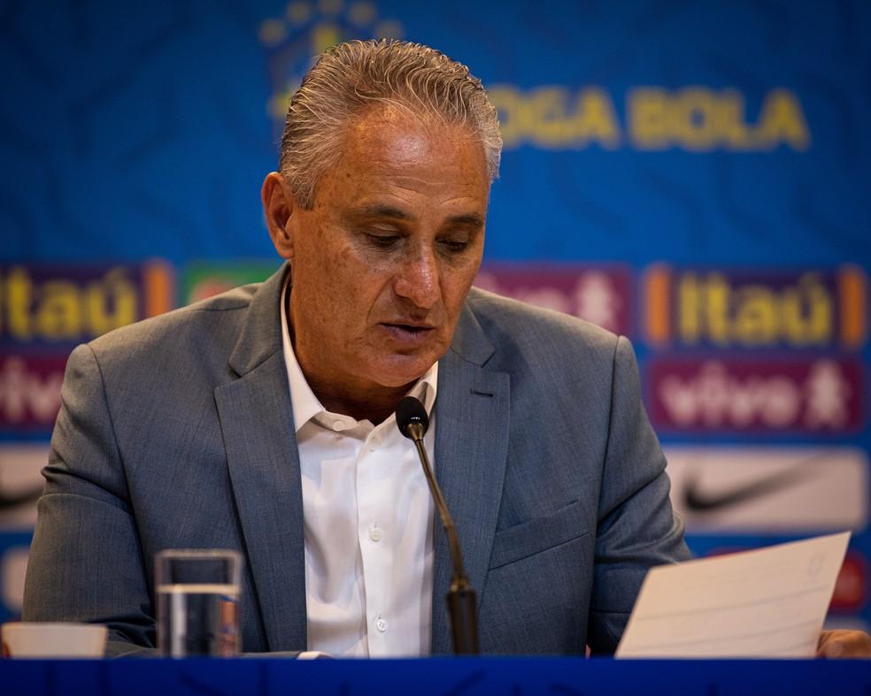 Tite lê a lista de convocados da seleção brasileira  — Foto: Felipe Moreno/MoWA Press