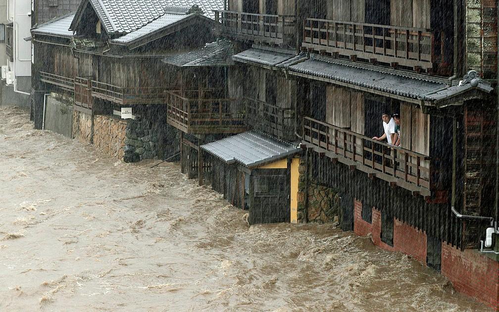 Inundação do Rio Isuzu em Ise, no centro do Japão — Foto: Kyodo / via AP Photo