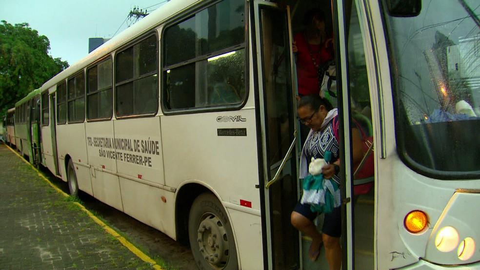 Pacientes viajam do interior até a capital para receber tratamento médico no Recife (Foto: Reprodução/TV Globo)