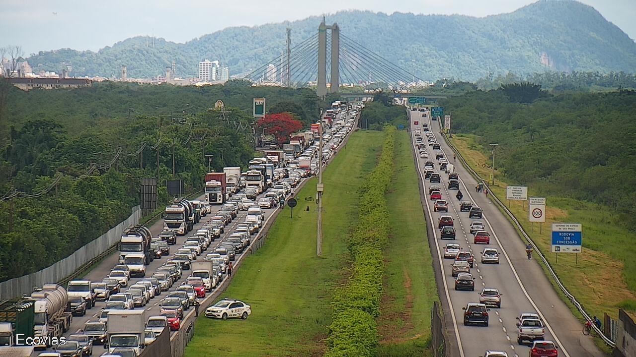 Baixada Santista deve receber até 550 mil veículos no carnaval; veja as operações nas estradas