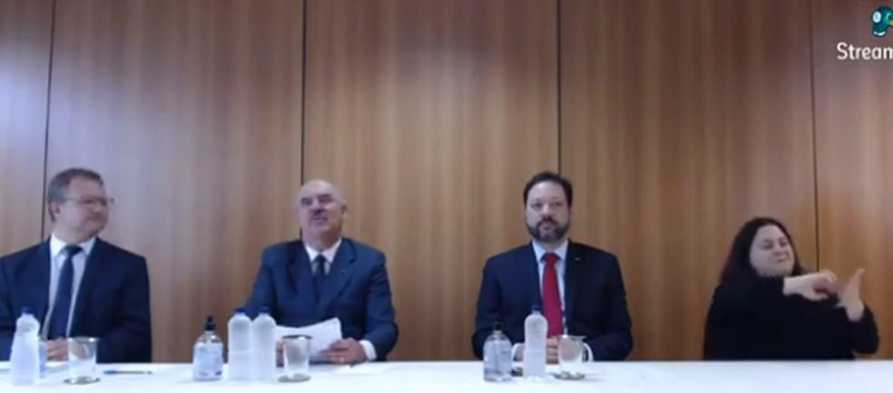 Ministro da Educação, Milton Ribeiro (o segundo da esquerda para a direita), fala na abertura da apresentação de novos dados do Saeb nesta quarta-feira (4). — Foto: Reprodução/YouTube/Inep