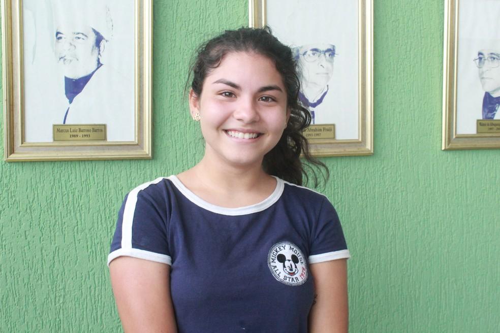 Aos 16 anos, a adolescente Lidsen Dias foi aprovada para o curso de Arquitetura na UFAM — Foto: Eliana Nascimento/G1 AM