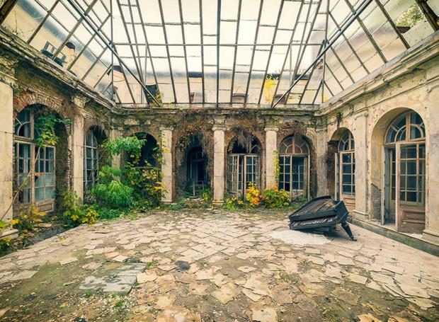 Fotógrafo retrata ambientes incríveis em construções abandonadas