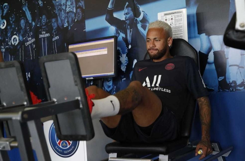 Neymar na academia do PSG — Foto: Reprodução de Twitter