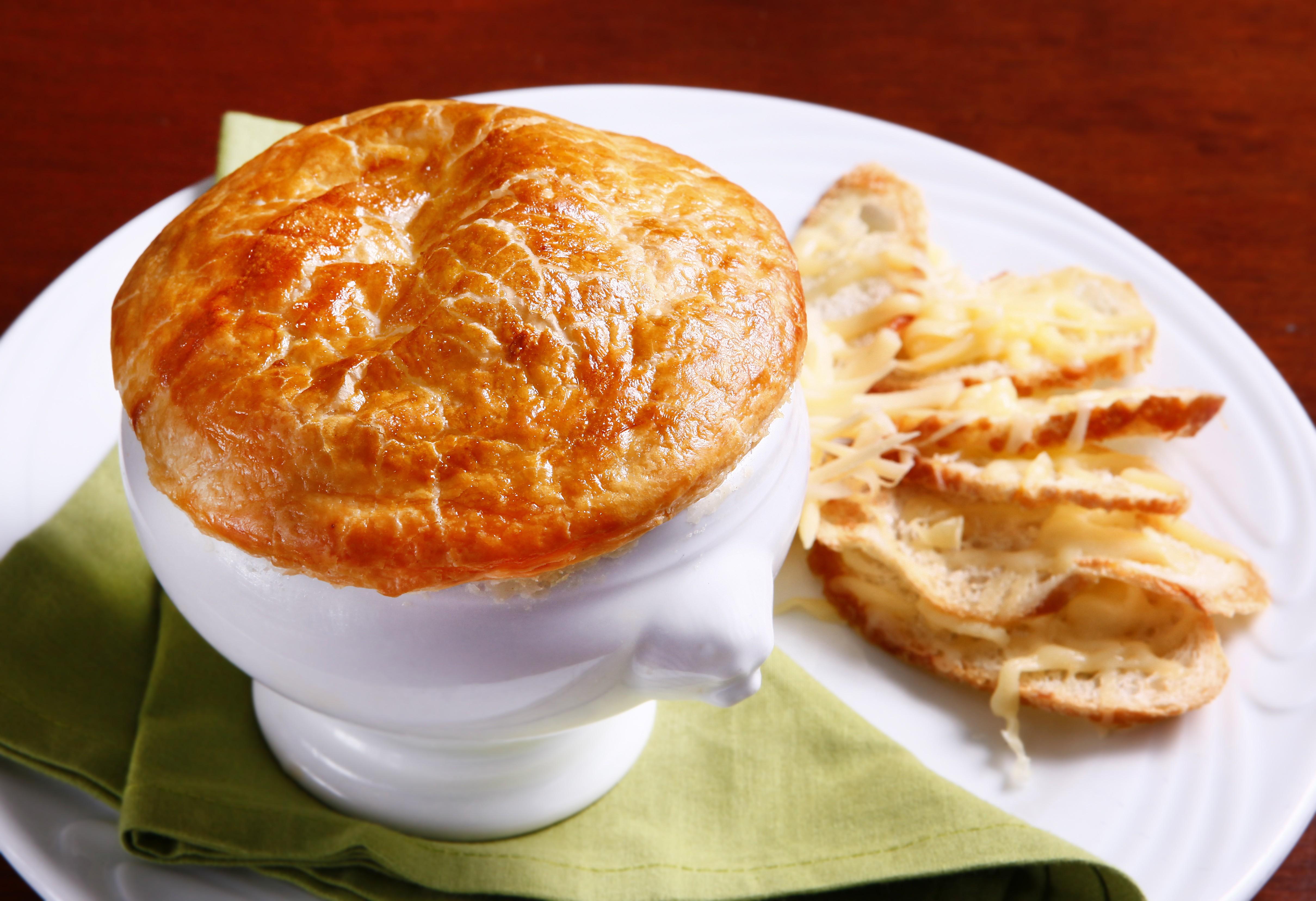 A sopa de cebola francesa: tradição e sabor (e ainda fica bem bonita) (Foto: Divulgação)