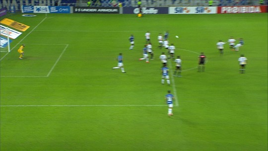 Everaldo estreia pelo Corinthians e espera melhorar entrosamento para brilhar