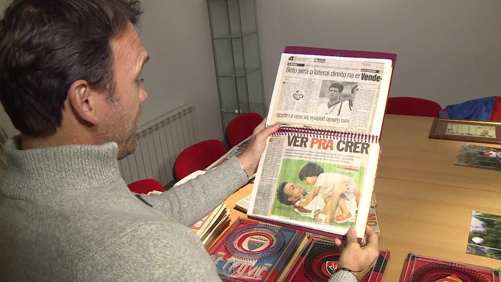 Ídolo de clubes brasileiros, Pet tem um grande arquivo na Sérvia com lembranças de sua carreira (Foto: Colin Vieira)