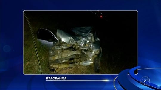 Acidente entre carro e moto mata três pessoas na SP-255 em Itaporanga