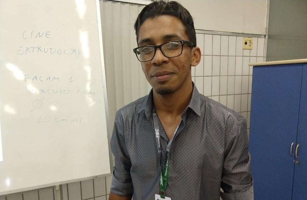 Professor do Cariri trabalhou como gari e foi selecionado para lecionar numa das mais tradicionais universidades do mundo — Foto: Valéria Alves/TV Verdes Mares