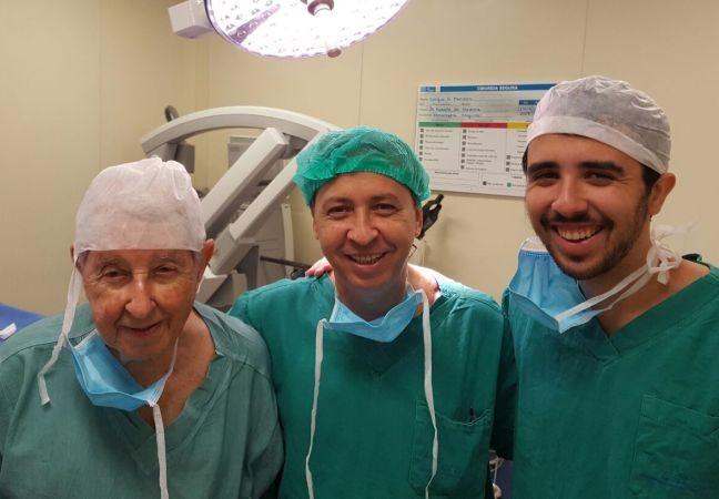 Os cirurgiões Nelson Medina, Renato Medina e Bernardo Medina, avô, filho e neto (Foto: Arquivo pessoal)