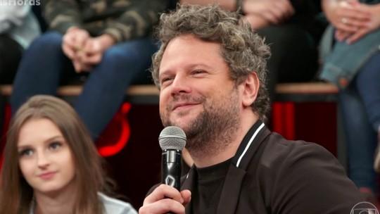 Selton Mello comenta retorno às novelas e faz dueto com Baby do Brasil