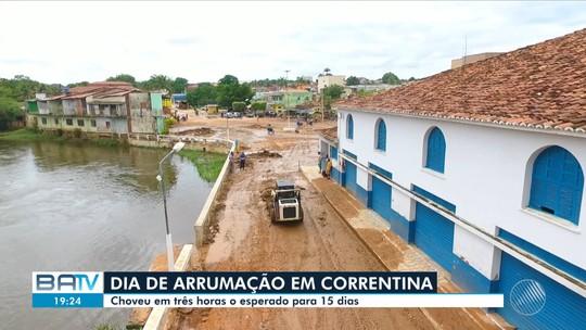 Após estragos causados pela chuva, limpeza é realizada em Correntina; rio transbordou e lama se espalhou na cidade