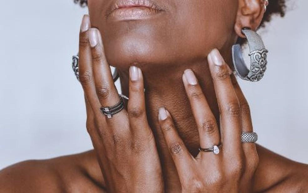 Muitas mulheres congolesas usam produtos à base de hidroquinona para clarear a pele — Foto: Nappy