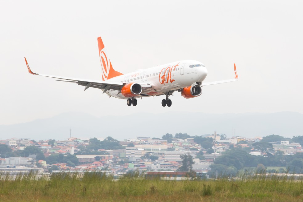 Avião da companhia aérea Gol pousa no Aeroporto Internacional de São Paulo — Foto: Celso Tavares/G1
