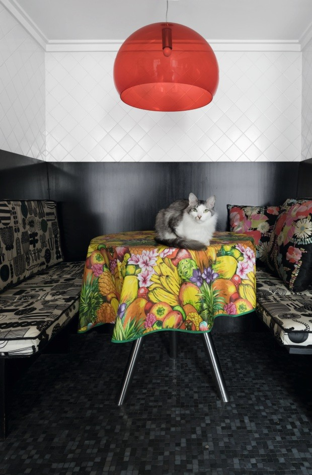 O apartamento colorido e vibrante de Adriana Barra (Foto: Lufe Gomes)
