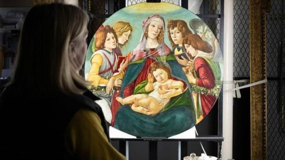 Os restauradores retiraram a sujeira e o verniz amarelado, revelando as verdadeiras cores da pintura — Foto: ENGLISH HERITAGE