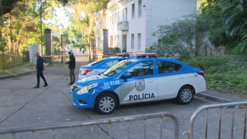 PM em Laranjeiras — Foto: Reprodução/TV Globo