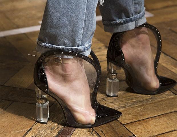 Confira sapatos que chamaram atenção nas passarelas de Paris (Foto: Imaxtree)
