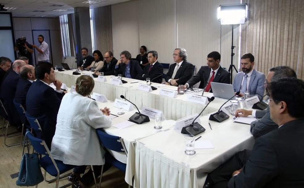 Reitores e parlamentares se reuniram com o ministro da Educação, Abraham Weintraub, na terça-feira (13) — Foto: Divulgação/Andifes