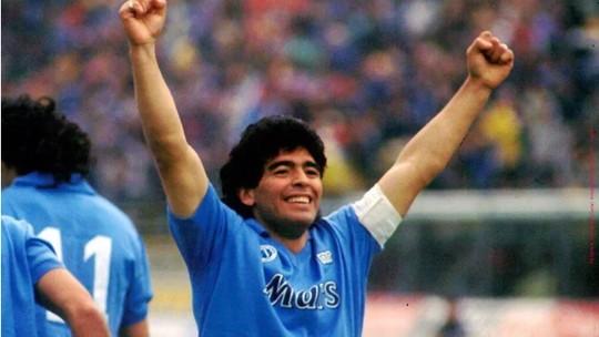 Famosos lamentam morte de Diego Maradona e prestam homenagens nas redes sociais