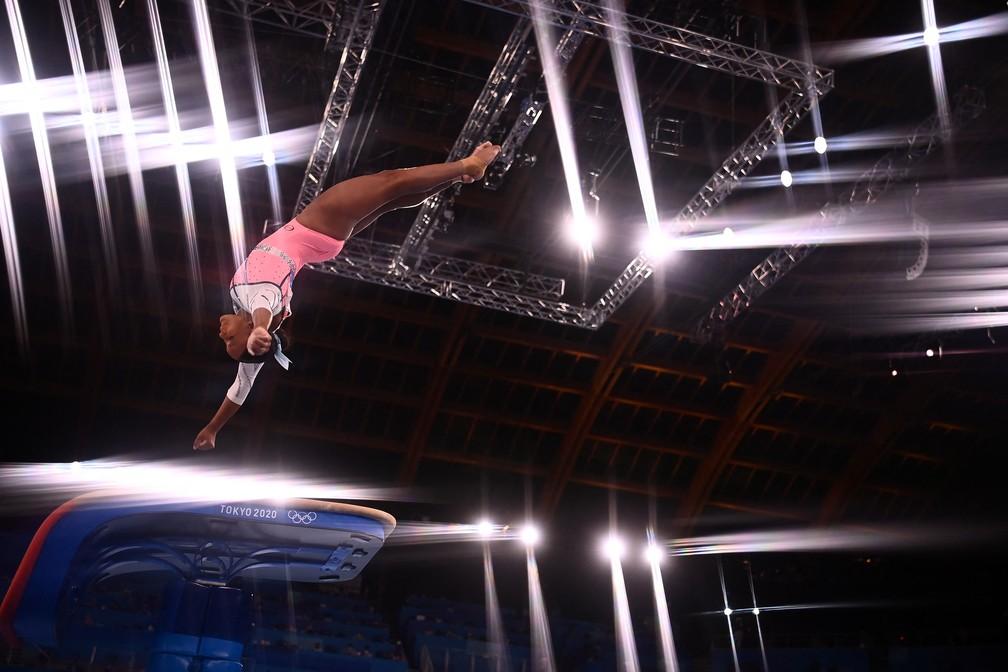 Salto da Rebeca Andrade durante as Olimpíadas de Tóquio — Foto: Loic Venance/ AFP