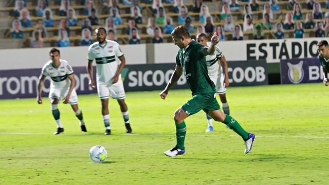 Goiás chegou a virar antes de ceder o empate