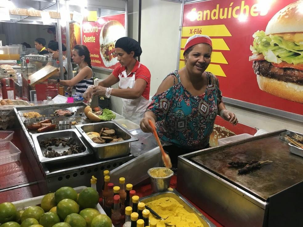 Cidade teve número recorde de cadastro de ambulantes no carnaval deste ano (Foto: André Teixeira/G1 CE)