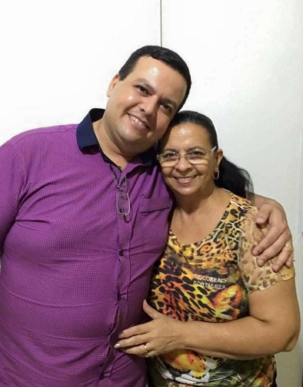 Nilma Baracat, de 62 anos, e o filho dela, o médico Marcel Baracat, de 39 anos, morreram por Covid-19 no mesmo dia em Cuiabá — Foto: Arquivo pessoal