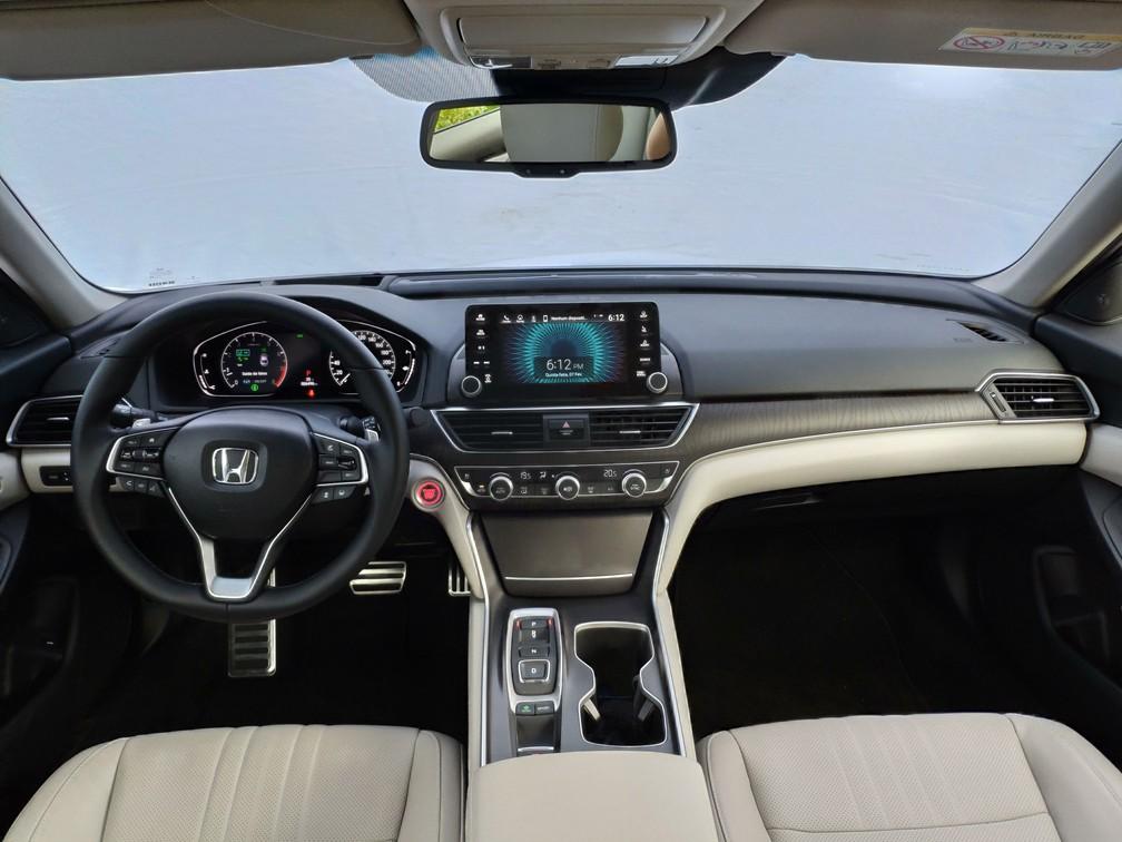 Interior do Honda Accord é sóbrio e de bom acabamento — Foto: André Paixão/G1
