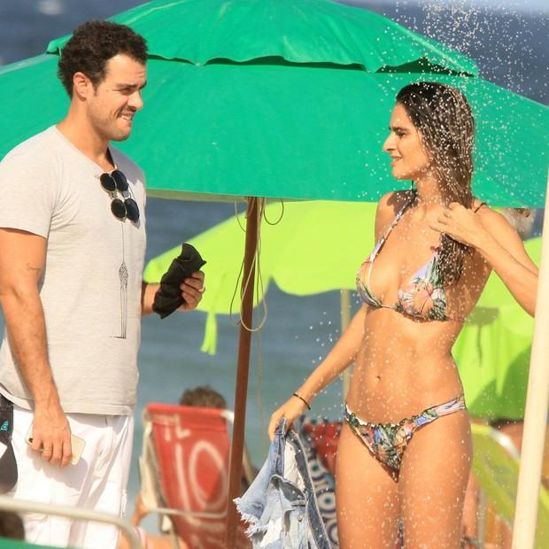 Joaquim Lopes e Marcella Fogaça curtem praia no Rio (Foto: AgNews / JC Pereira)