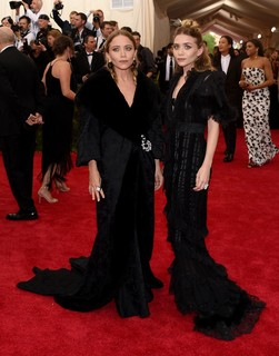 Mary Kate e Ashley Olsen de John Galliano