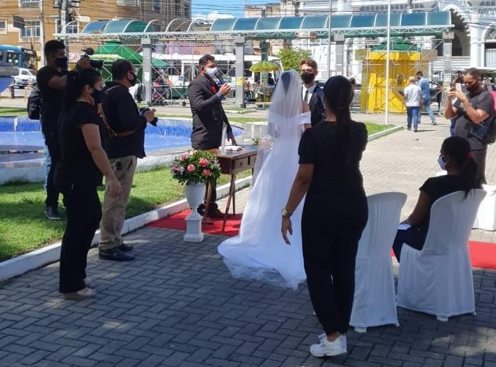 Casamento simbólico é realizado no centro de Maceió para cobrar reabertura do setor de eventos