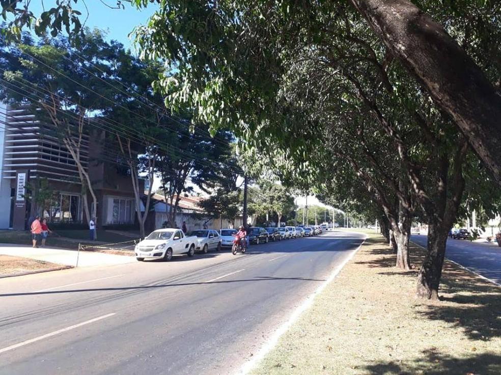 Motoristas fazem fila no posto da 204 Sul para abastecer (Foto: Back Felix/Divulgação)