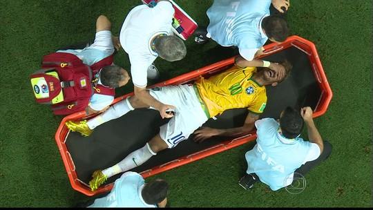 """Neymar diz que Copa de 2014 foi uma """"porcaria"""" e recorda lesão: """"Só chorava"""""""
