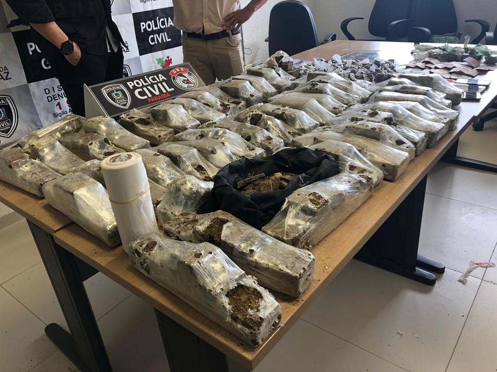 Drogas foram levadas para a Central de Polícia Civil, em João Pessoa — Foto: Walter Paparazzo/G1